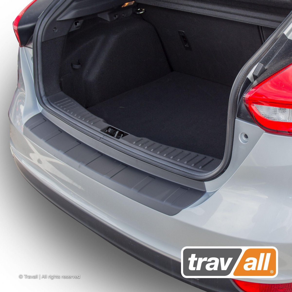 Travall® PROTECTOR-Plastic Ridged for Ford Focus 5 Door Hatchback (2014 >)
